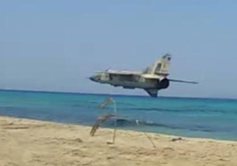 MiG-23 luon sat bai bien dong nguoi o Libya hinh anh
