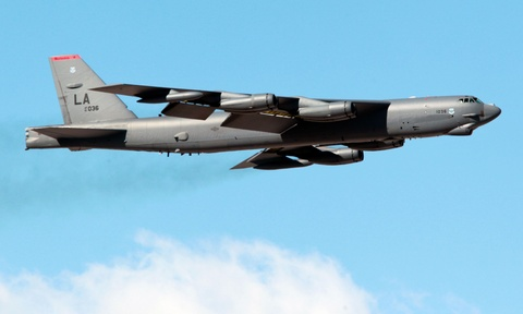 Suc manh phao dai bay B-52 ap sat dao phi phap Trung Quoc hinh anh 1