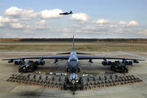 Suc manh phao dai bay B-52 ap sat dao phi phap Trung Quoc hinh anh 6