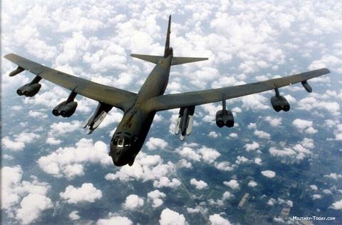 Suc manh phao dai bay B-52 ap sat dao phi phap Trung Quoc hinh anh 8
