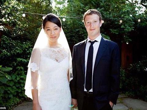 Chuyen tinh hon mot thap ky cua Mark Zuckerberg hinh anh