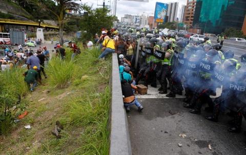 Venezuela dung hoi cay dep nguoi bieu tinh vi thieu thuc an hinh anh 1