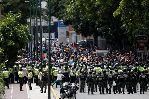Venezuela dung hoi cay dep nguoi bieu tinh vi thieu thuc an hinh anh 8