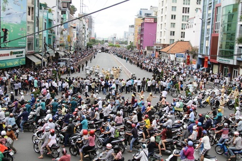 Duong pho Sai Gon truoc va sau khi Tong thong Obama ghe tham hinh anh 1