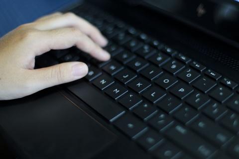 Trai nghiem laptop HP Spectre x360 man hinh gap 360 do hinh anh 10