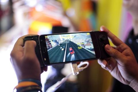 Danh gia Moto Z2 Play: Di nhan lang Android hinh anh 4