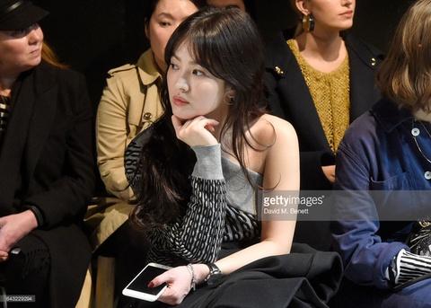 Song Hye Kyo, Ngo Diec Pham ngoi hang ghe dau show Burberry hinh anh