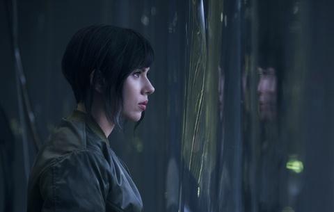 Trang phuc tang hinh cua Scarlett Johansson trong 'Vo boc ma' hinh anh 7