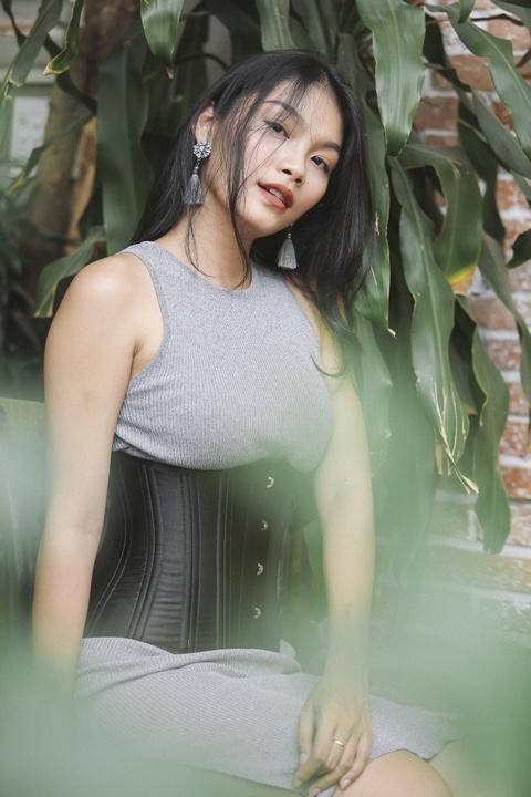 Con gai Kieu Trinh: Co gai 20 tuoi toa sang nhat o The Face Online hinh anh 2