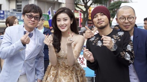 A hau Huyen My gay chu y tai Lien hoan phim Okinawa Nhat Ban hinh anh