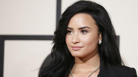 Demi Lovato ra single moi dap tra antifan va cac ban trai cu hinh anh