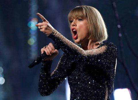 Taylor Swift thang vu kien bi sam so, nhan 1 USD tien den bu hinh anh