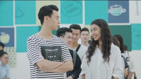 Angela Phuong Trinh va Rocker Nguyen hon say dam ngay tap 1 'Glee' hinh anh 1