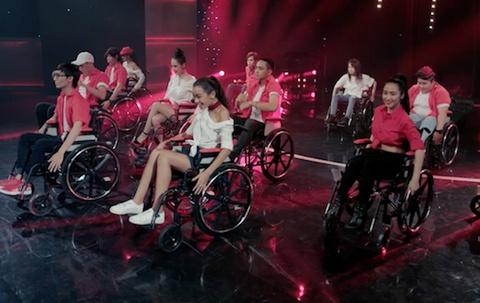CLB Glee ngoi xe lan, nhay mua trong ca khuc 'Hoa cung cam xuc' hinh anh