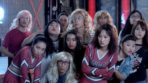 'Glee 11': Huu Vi tro tai danh dan guitar va hat 'Ba ke con nghe' hinh anh 6