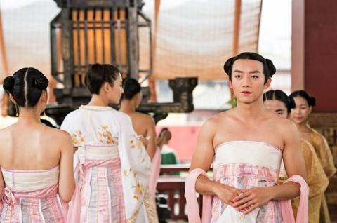 Trinh Khai dien vay trong phim co trang hai huoc 'Hang Ma Truyen' hinh anh