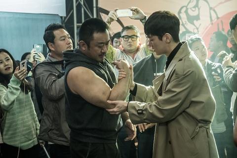 Tai tu 'Train to Busan' dong vai chang co bap vat tay trong phim moi hinh anh