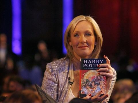 J. K. Rowling co dang tu tay bop chet loat phim 'Fantastic Beasts'? hinh anh 7