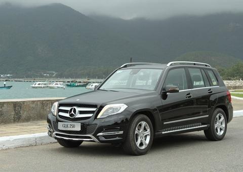 Mercedes-Benz GLK 250 dua don khach du lich tai Con Dao hinh anh