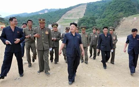 Kim Jong-un thi sat khu truot tuyet 'dang cap the gioi' hinh anh