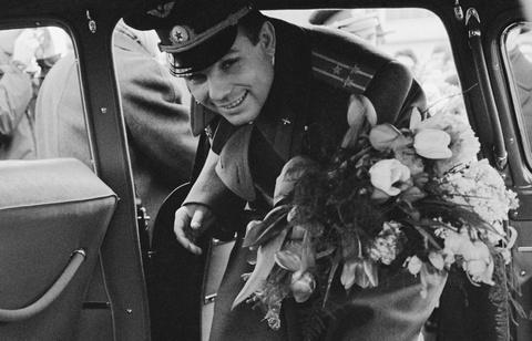 The gioi tuong nho 55 nam Yuri Gagarin bay vao vu tru hinh anh