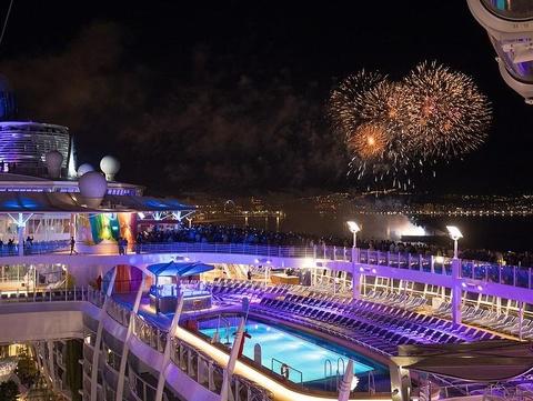 Tàu du lịch lớn nhất thế giới trị giá 1,35 tỷ USD được chào đón tại Mỹ