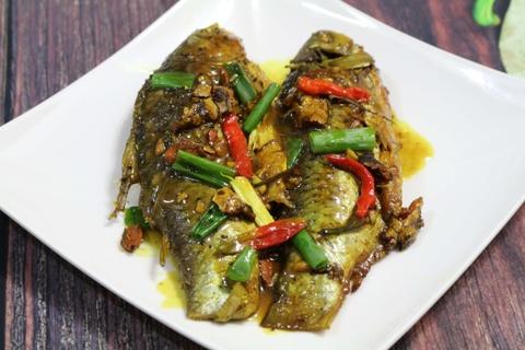 Tối nay ăn gì: Cá diếc kho nghệ