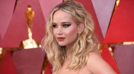 Jennifer Lawrence toa sang tai Oscar 2018 nho chuyen gia goc Viet hinh anh