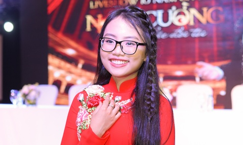 Nam Cuong moi Phuong My Chi va dan sao trong live show 10 nam ca hat hinh anh