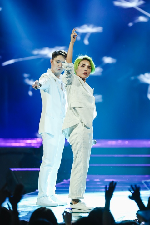 Vu Cat Tuong song ca hot boy Malaysia trong concert hoanh trang hinh anh 2