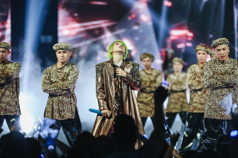 Vu Cat Tuong song ca hot boy Malaysia trong concert hoanh trang hinh anh 10