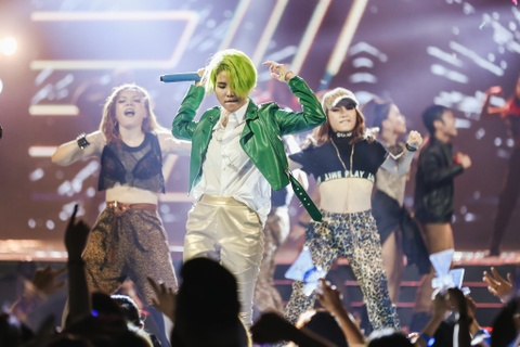 Vu Cat Tuong song ca hot boy Malaysia trong concert hoanh trang hinh anh 11