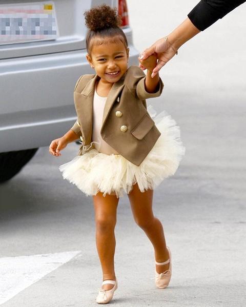 Con gai 5 tuoi cua Kim Kardashian va Kanye to son do, ngay cang xinh hinh anh 7