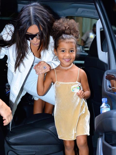 Con gai 5 tuoi cua Kim Kardashian va Kanye to son do, ngay cang xinh hinh anh 9