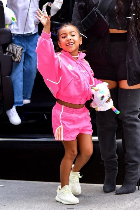 Con gai 5 tuoi cua Kim Kardashian va Kanye to son do, ngay cang xinh hinh anh 8