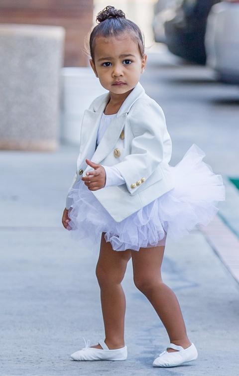 Con gai 5 tuoi cua Kim Kardashian va Kanye to son do, ngay cang xinh hinh anh 6