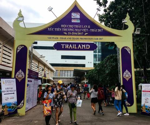 Mon ngon ruc ro hut khach tai hoi cho Thai Lan hinh anh 1