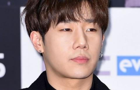 Nam ca sĩ Hàn bị loại khỏi chương trình vì từng mắc Covid-19