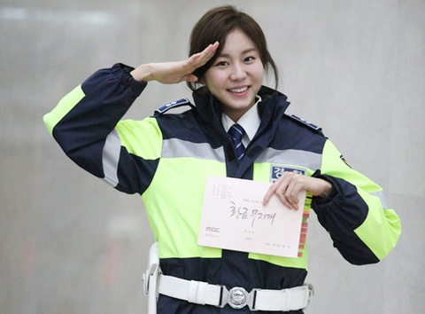 Nguoi tinh tin don cua Kim Hyun Joong dong vai canh sat hinh anh
