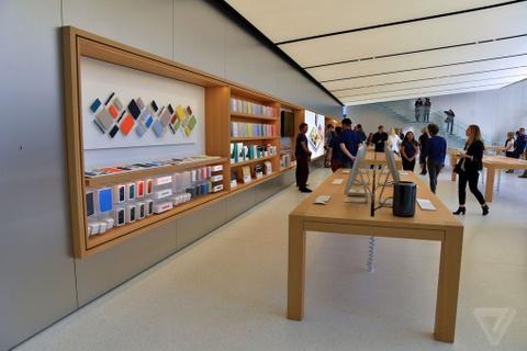 Ben trong Apple Store kieu moi hinh anh 12