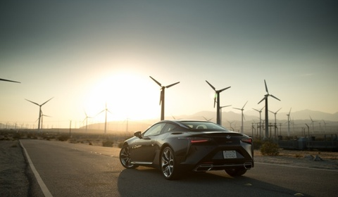Lexus LC500 2017 khoe dang duoi hoang hon hinh anh 1