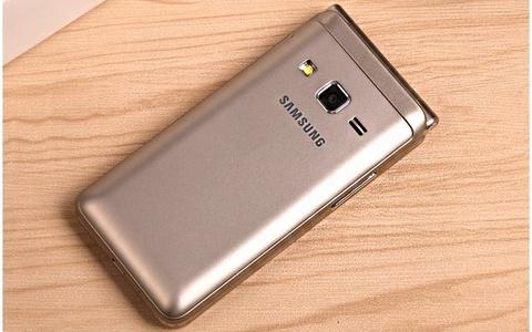 Smartphone nap gap Folder 2 tu Samsung lo anh ro net hinh anh