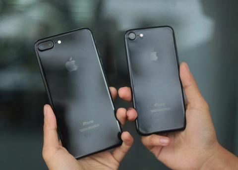 Bo doi iPhone 7 Jet Black tai Viet Nam hinh anh