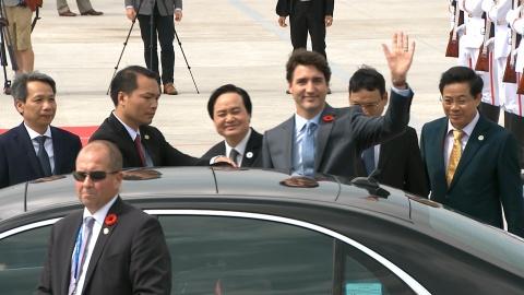 Le don Thu tuong Canada Trudeau tai san bay Da Nang hinh anh