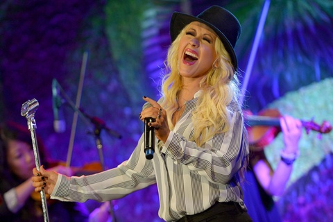 Christina Aguilera bong gio ve album moi tren Twitter hinh anh