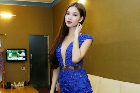 Ban gai cu cua hot boy Huynh Anh khoe duong cong goi cam hinh anh