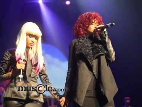 Nicki Minaj nhin tieu khi dang rap hinh anh