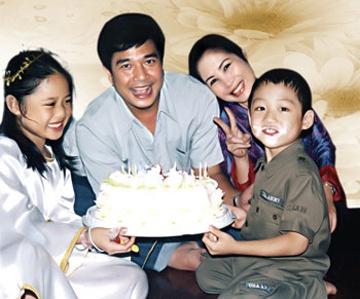 Nhung cap sao Viet hanh phuc mac chuyen con chung con rieng hinh anh