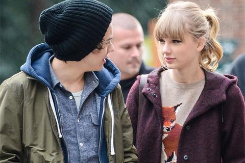 Taylor Swift bi a quan X Factor che hat mai ve tinh cu hinh anh