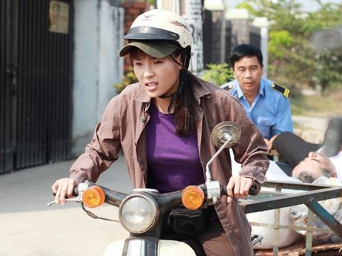 Thuy Diem lam chu vua ve chai trong phim moi hinh anh